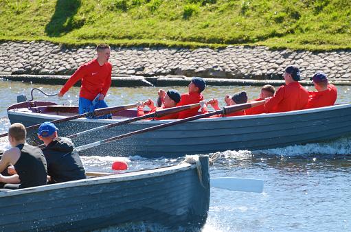 Sailors Compete On Rowing Boats - Fotografias de stock e mais imagens de Adrenalina