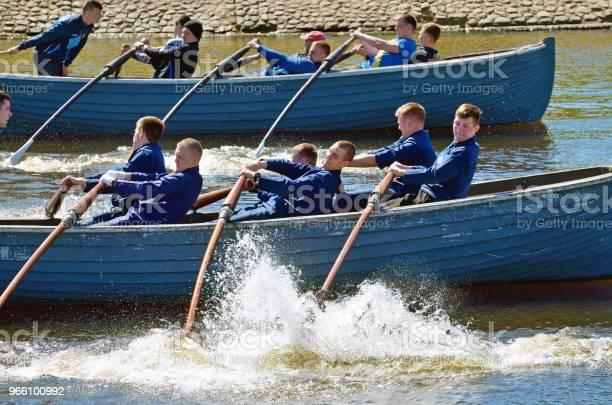 Sjömän Konkurrera På Roddbåtar-foton och fler bilder på Adrenalin
