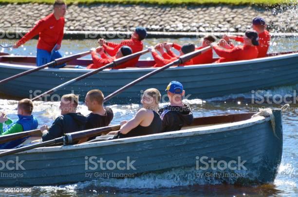 Моряки Соревнуются На Гребных Лодках — стоковые фотографии и другие картинки Адреналин