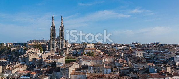 A cityscape of Niort with the Saint André Church on the left.