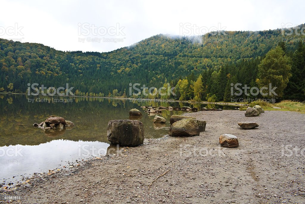 Saint Anna lac sur un jour de pluie photo libre de droits