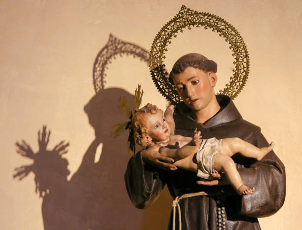 Saint Anthony of Padua holding Baby Jesus Statue in the Church of Saint Nicholas and Saint Peter Martyr in Valencia, Spain, of Saint Anthony of Padua holding Baby Jesus st. anthony of padua stock pictures, royalty-free photos & images