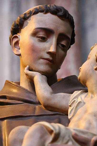 Saint Antoine Statue de Saint Antoine dans la cathédrale d'Albi, France st. anthony of padua stock pictures, royalty-free photos & images
