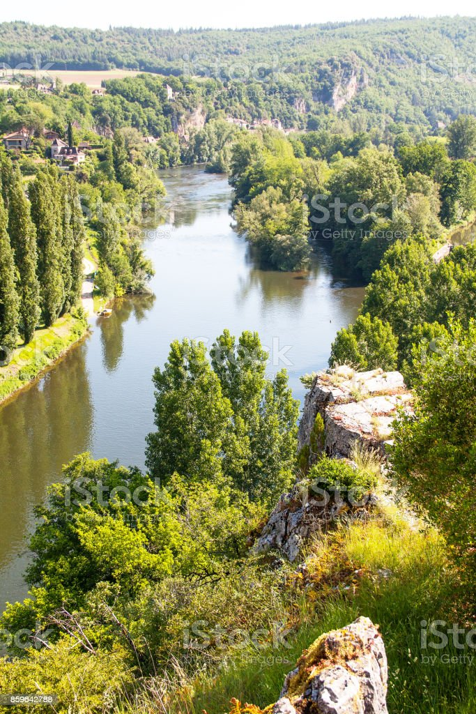 Saint Cirq Lapopie. Sur les bords de la rivière. Lot. Occitanie stock photo