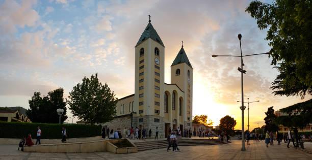 Jakobskirche bei Sonnenuntergang, Medjugorje, Bosnien und Herzegowina – Foto
