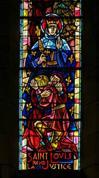 saint louis ix of france - stained glass in sacre coeur - st louis стоковые фото и изображения