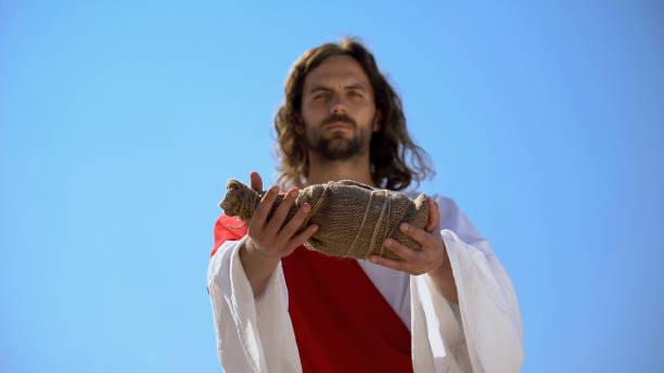 聖人提供一瓶水,聖經歷史給口渴的飲料 - 大比大 聖經人物 個照片及圖片檔