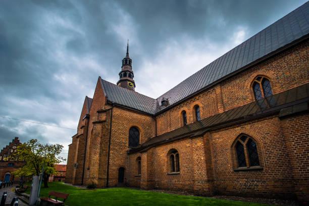 Ystad - 22. Oktober 2017: St.-Marien Kirche in der historischen Mitte der Stadt von Ystad in Skane, Schweden – Foto