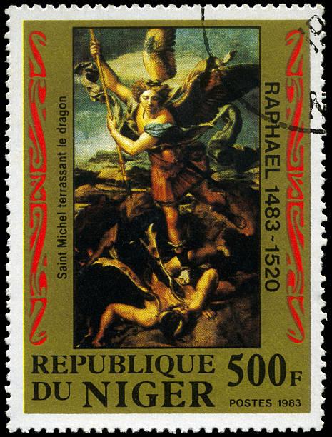 Saint Michael matando o dragão - foto de acervo