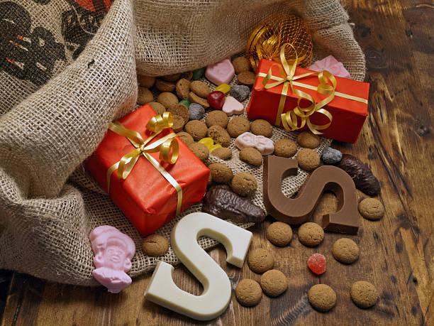 saint nicholas bag with gifts - kruidnoten stockfoto's en -beelden