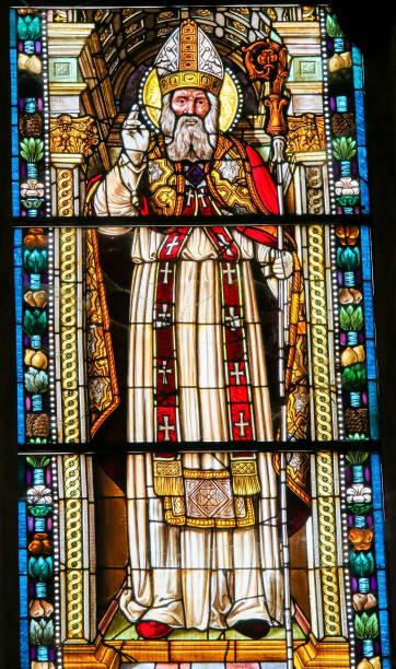 saint-nicolas de bari, dans l'église collégiale de san gimignano - saint nicolas photos et images de collection