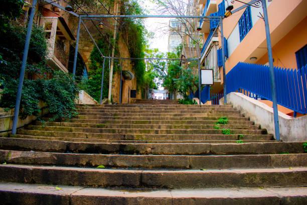 escaliers de saint nicolas à beyrouth - gemmayze photos et images de collection