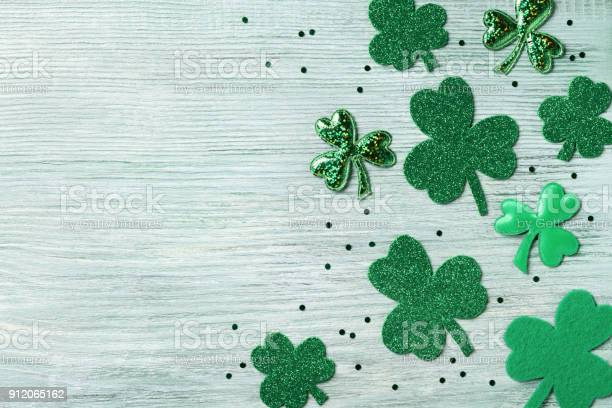 Saint patricks day background with green shamrock on white rustic picture id912065162?b=1&k=6&m=912065162&s=612x612&h=koi3mdnc1kecxyqkaecm6uey148gqj2nuq3zggtbipa=