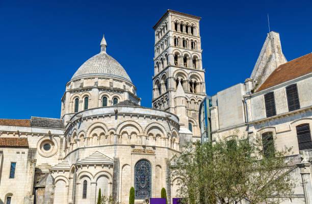 Cathédrale de Saint Peter de Angouleme construit dans le style roman - France, Charente - Photo