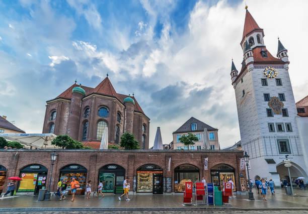 sankt peters kyrka i münchen, tyskland. - sankt peterskyrkan münchen bildbanksfoton och bilder