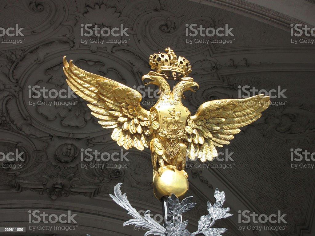 Санкт-Петербург. Дворец площади. Двусторонние золотой eagle стоковое фото