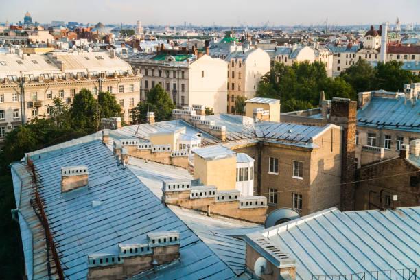 skyline van sint-petersburg - sint petersburg rusland stockfoto's en -beelden