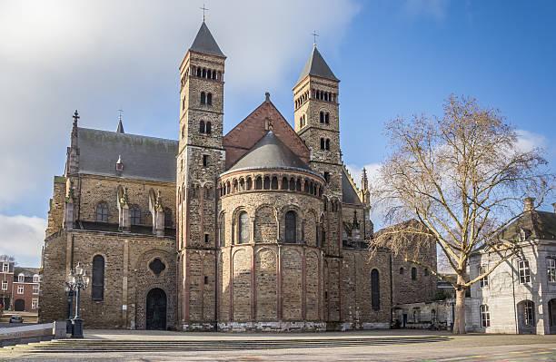 saint servatius church at the vrijthof in maastricht - maastricht stockfoto's en -beelden