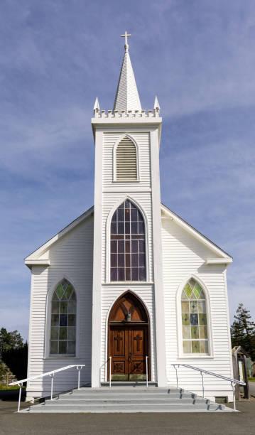 kirche der heiligen teresa von avila - kirchturmspitze stock-fotos und bilder