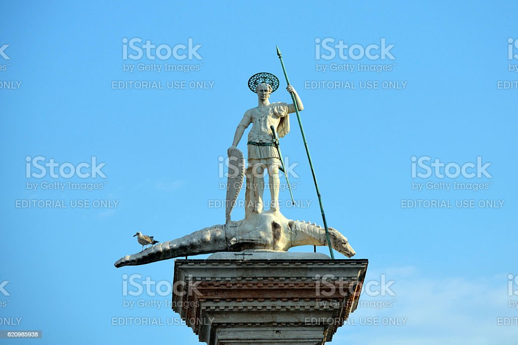 Saint Theodor statue on a column in Venice - Italy. foto royalty-free