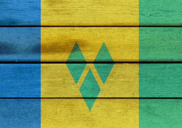 st. vincent und die grenadinen flagge auf einem wald - kingstown stock-fotos und bilder