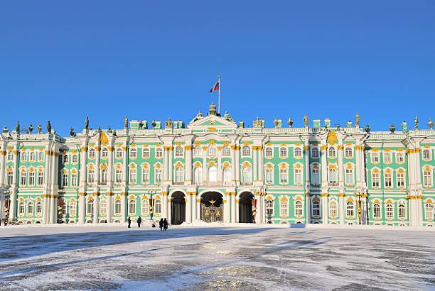 saint-petersburg.  winter palace - sint petersburg rusland stockfoto's en -beelden
