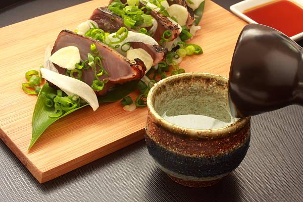 sake and lightly roasted bonito sashimi, japanese food - peixe na grelha imagens e fotografias de stock