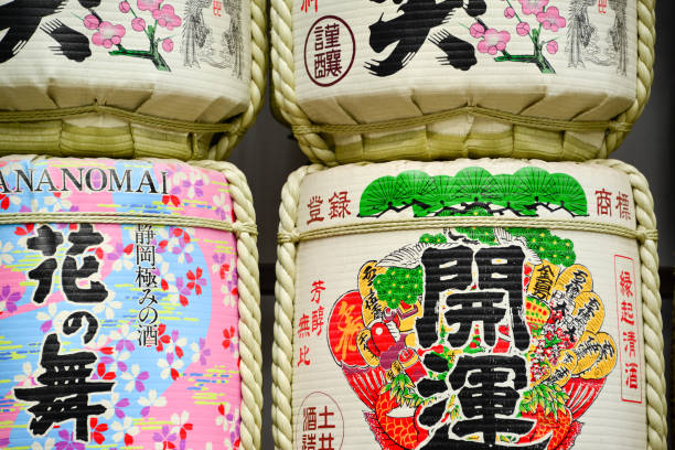 Barriles de sake en Meiji Jingu Shrine Harajuku, Tokio Japón - foto de stock