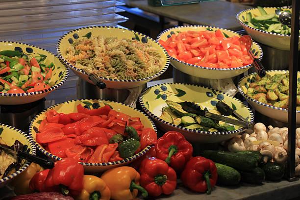 salat-bar - pasta deli stock-fotos und bilder