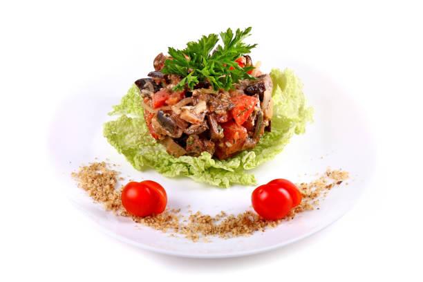 salat aus pilzen und tomaten - englischer erbsen salat stock-fotos und bilder