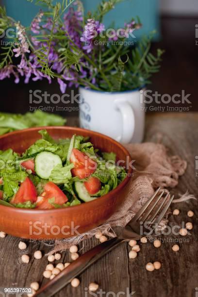 Salat Aus Tomaten Gurken Und Salat Stockfoto und mehr Bilder von Essgeschirr