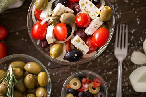 올리브정상 신선한 채식 음식으로 야채 샐러드 0명에 대한 스톡 사진 및 기타 이미지