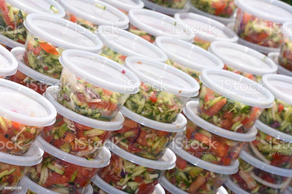 Ensalada en platos individuales - Foto de stock de Alimento libre de derechos