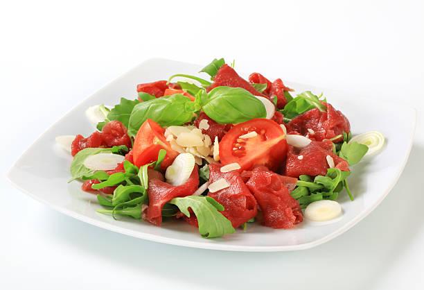 salat mit carpaccio - carpaccio salat stock-fotos und bilder