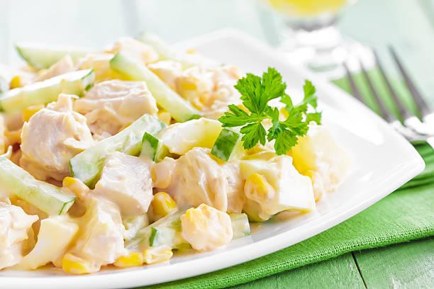 salat mit hühnchen und ananas - ananas huhn salate stock-fotos und bilder
