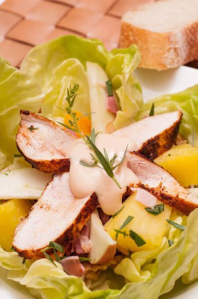 salat mit hühnchenbrust - ananas huhn salate stock-fotos und bilder