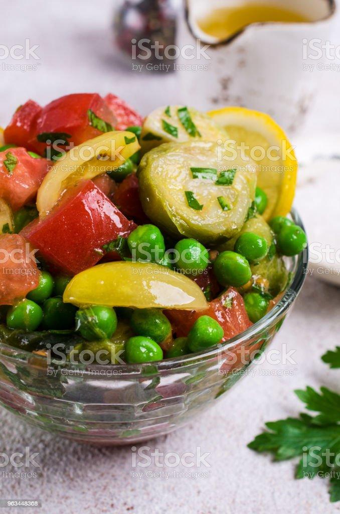 Salata sebze ham dilimleri ile - Royalty-free Akşam yemeği Stok görsel