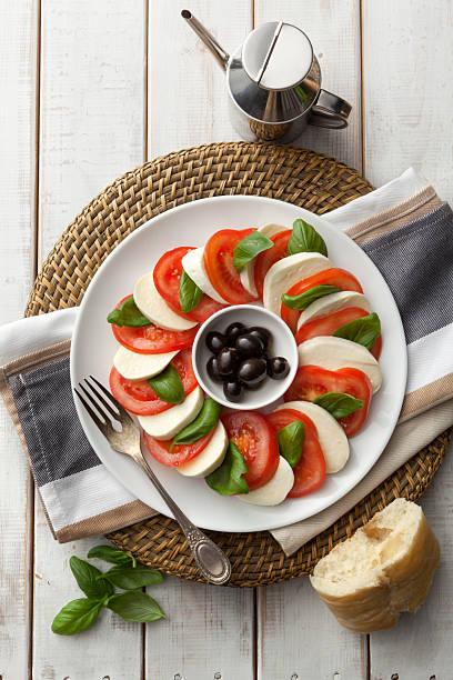 salat fotos:  caprese-salat - caprese salat stock-fotos und bilder