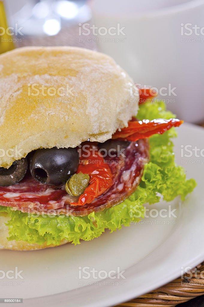 サラミなどのサンドイッチ ロイヤリティフリーストックフォト