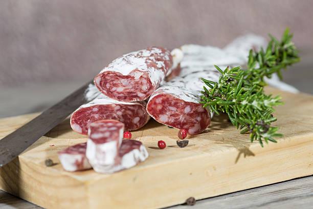salame salchichas - fuet sausages fotografías e imágenes de stock