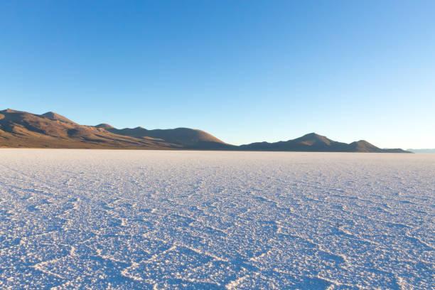 烏尤尼 tunupa 視圖 - 阿爾蒂普拉諾山脈 個照片及圖片檔