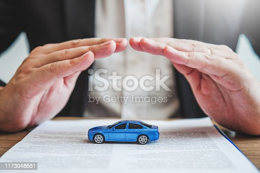 539841066istockphoto Sale agent protection Car insurance and collision damage concept 1173048551