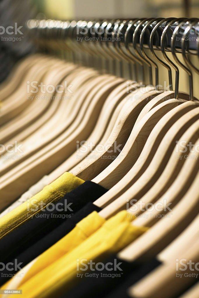 Verkauf-Konzept. Kleidung Futter im store – Foto