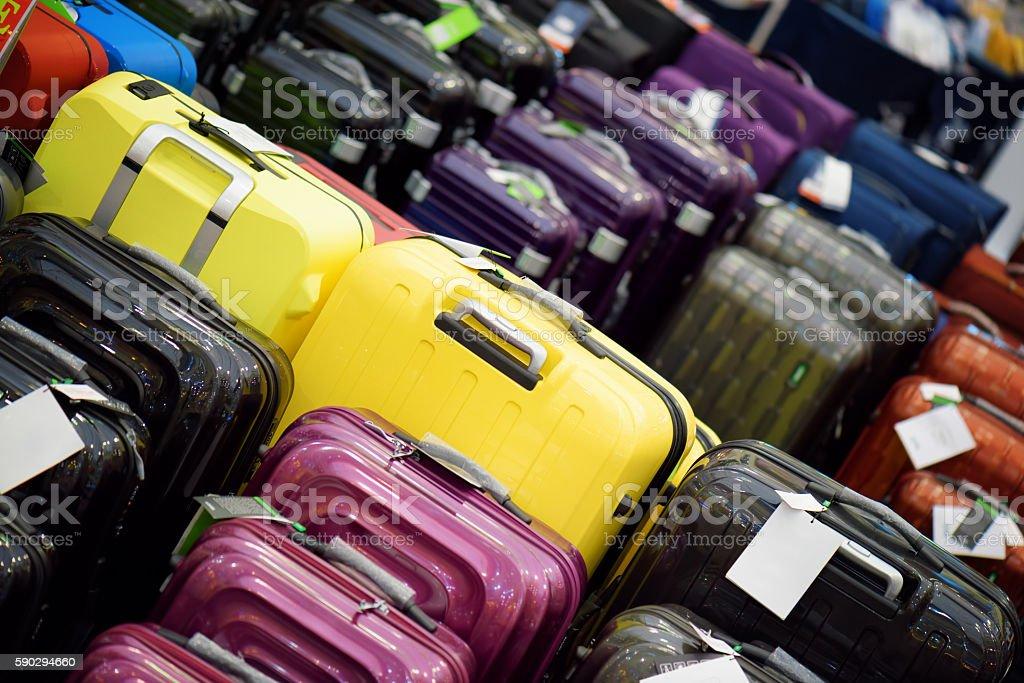 Sale of suitcases of different sizes and colors royaltyfri bildbanksbilder