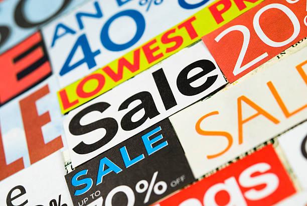 sale-beschilderung, tageszeitung und flyers clippings-vii - matheblatt etiketten stock-fotos und bilder