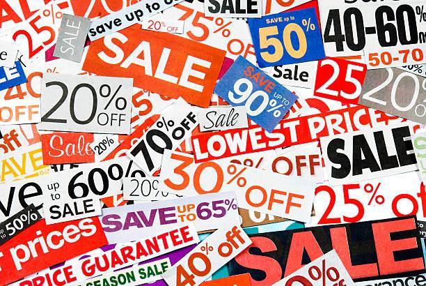 sale-beschilderung, tageszeitung und flyers clippings-xx - matheblatt etiketten stock-fotos und bilder