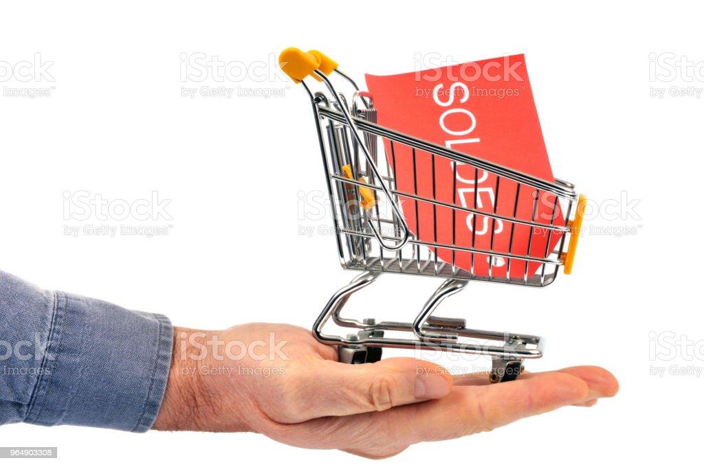 Carte soldes dans un chariot de supermarché royalty-free stock photo