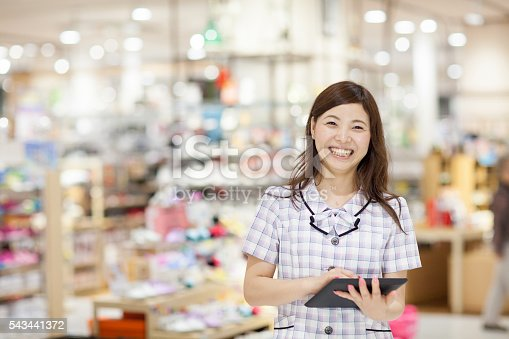 istock Sales clerk using a digital tablet 543441372
