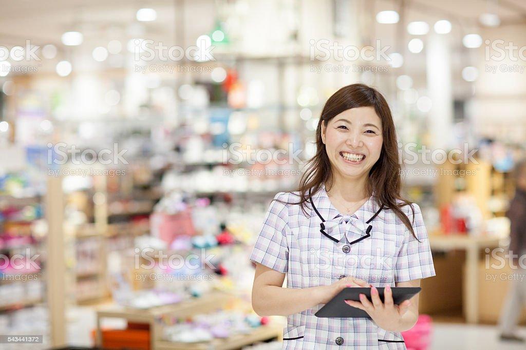店員デジタルタブレットを使用 ストックフォト