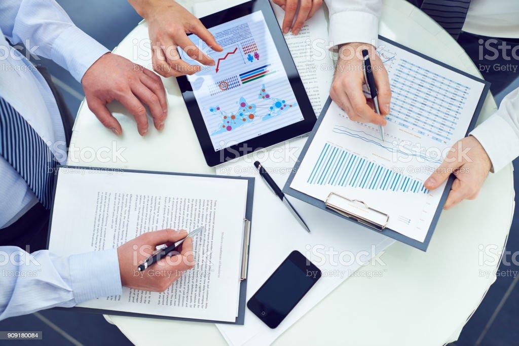 Sales Manager Bericht gemeinsam vorbereiten – Foto